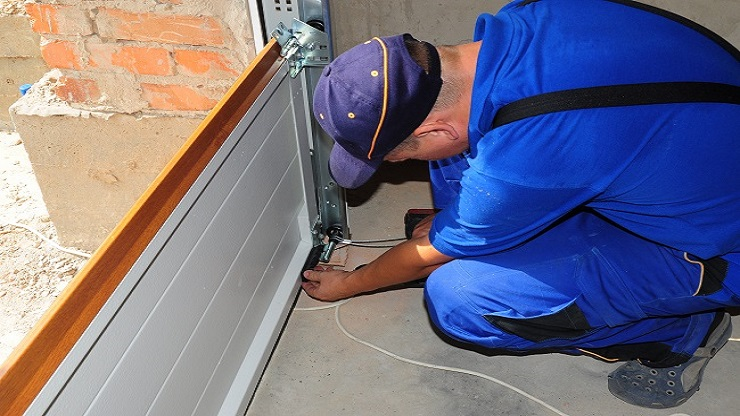 5 Important Features To Check With The Roller Door Repairers