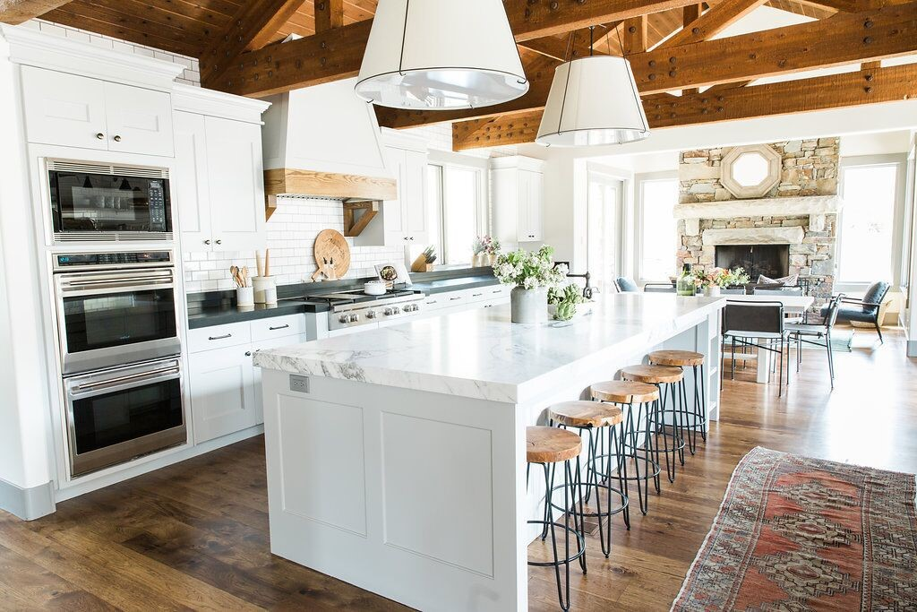 9 Must-Haves For Creating A Homey Modern Farmhouse Kitchen