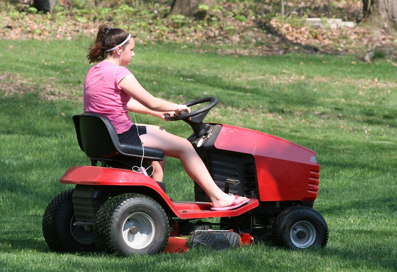 How A Ride on Mower Provided with The Best Solution After An Accident?